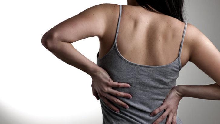 causas de escoliosis